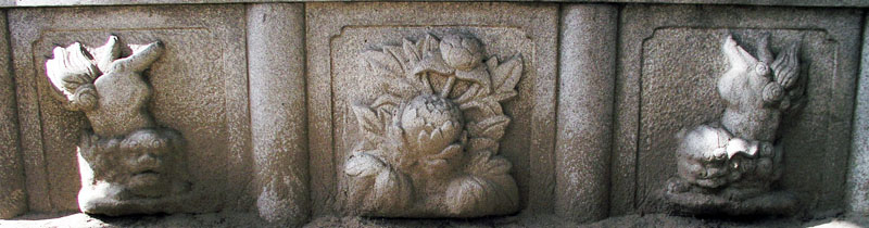 端に獅子紋・中央に牡丹紋を置く3間の羽目板部(その9)_e0113570_22353211.jpg