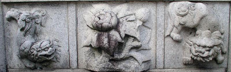 端に獅子紋・中央に牡丹紋を置く3間の羽目板部(その9)_e0113570_2236018.jpg