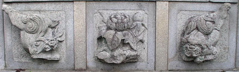 端に獅子紋・中央に牡丹紋を置く3間の羽目板部(その9)_e0113570_22362115.jpg