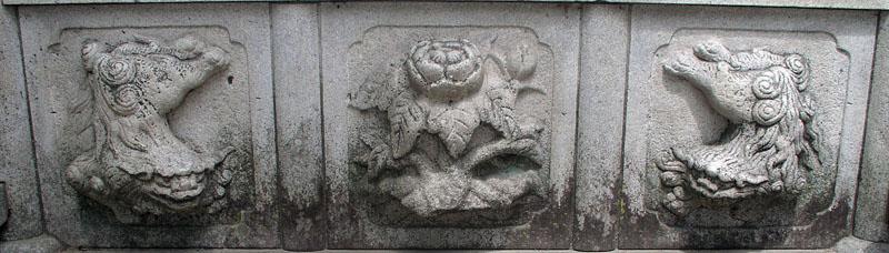 端に獅子紋・中央に牡丹紋を置く3間の羽目板部(その9)_e0113570_22363255.jpg