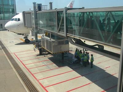 中国出張2010年05月-第一日目-北京でトランジット、飛行機トラブルで2時間待ち_c0153302_0491552.jpg