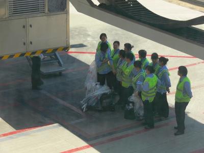 中国出張2010年05月-第一日目-北京でトランジット、飛行機トラブルで2時間待ち_c0153302_0492489.jpg