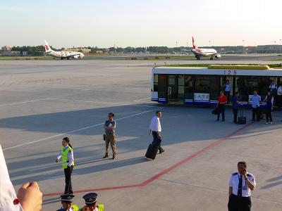 中国出張2010年05月-第一日目-北京でトランジット、飛行機トラブルで2時間待ち_c0153302_0594333.jpg