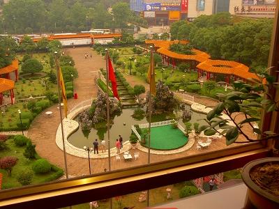 中国出張2010年05月-第二日目-武漢のホテルの中庭と朝食_c0153302_22325943.jpg