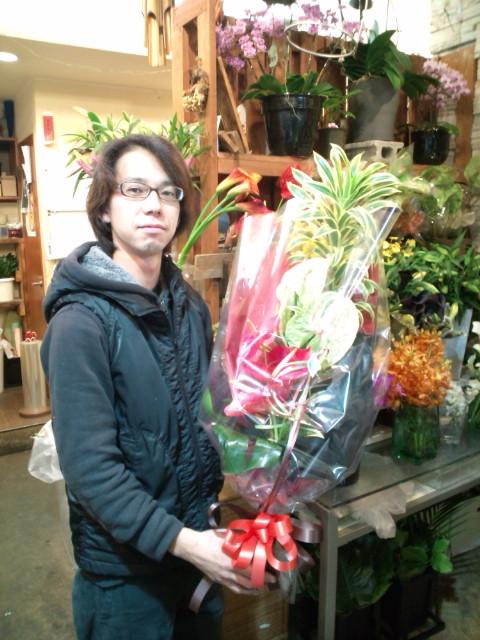 茅ヶ崎駅南口、フラワースタジオ☆Take Youの裕麻さんに6周年のお花を(^-^)v_b0032617_17354149.jpg