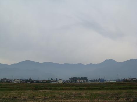 日曜日の安曇野は朝から白い空_a0014840_21305342.jpg