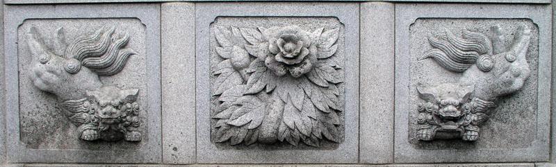 両端に獅子紋・中央に牡丹紋を置く3間の羽目板部(その11)_e0113570_2240363.jpg
