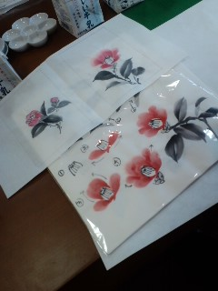 椿の花がやさしく描かれていましたよ_f0180576_15173453.jpg