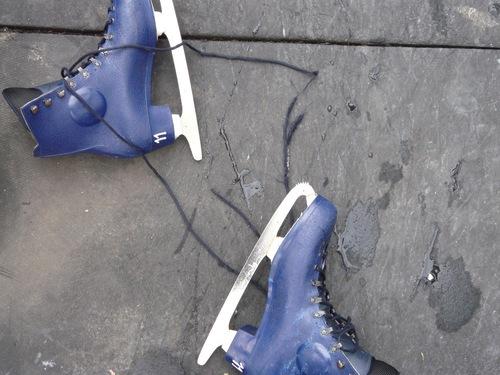 スケートしたら靴ずれして歩けない感じに_d0151007_12591540.jpg