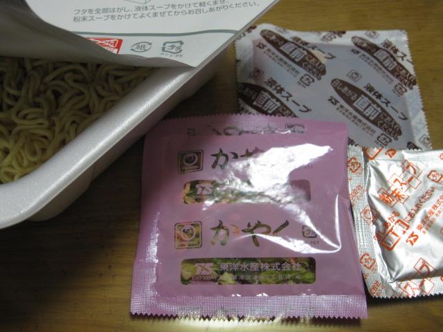 東洋水産の汁なし坦々麺チーズ味¥195_b0042308_1905762.jpg