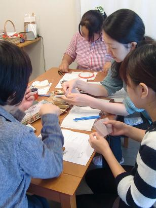 刺繍教室 額入り刺繍の会を開催しました・・・♪_f0168730_19572898.jpg