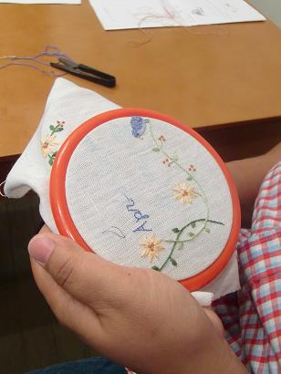 刺繍教室 額入り刺繍の会を開催しました・・・♪_f0168730_19591177.jpg