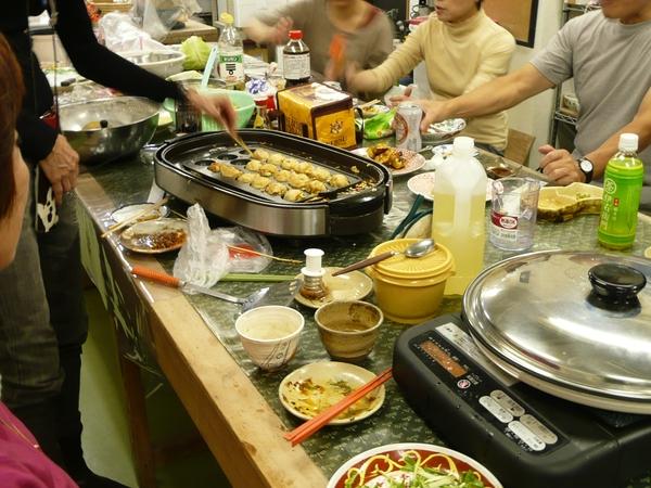 フリーマーケットと、たこ焼き、餃子_e0132834_14371995.jpg