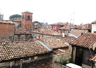 赤い屋根、フェッラーラのゲットー_a0169172_19121833.jpg