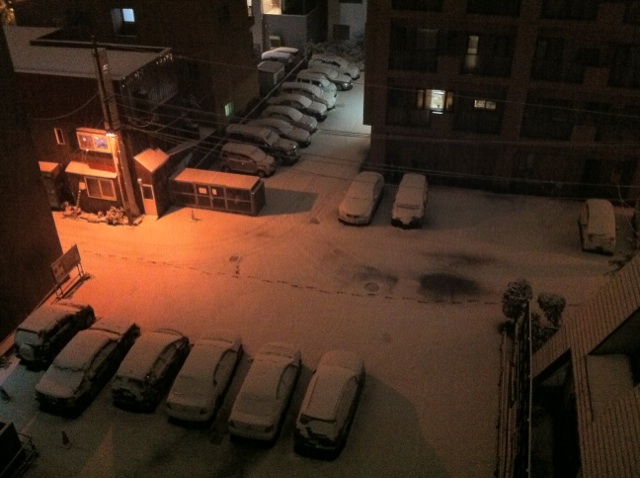 A snowy night_e0014773_2314233.jpg