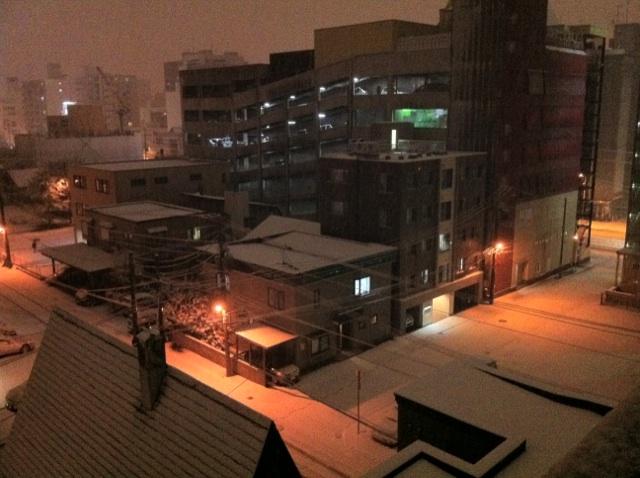 A snowy night_e0014773_2314249.jpg