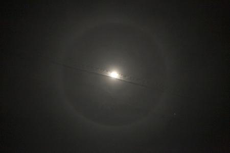 「月暈とひこうき雲」_a0097735_14424286.jpg