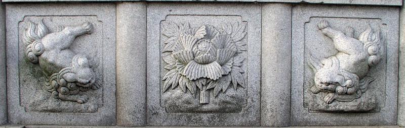 両端に獅子紋・中央に牡丹紋を置く3間の羽目板部(その13)_e0113570_22193866.jpg
