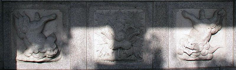 両端に獅子紋・中央に牡丹紋を置く3間の羽目板部(その13)_e0113570_22202025.jpg