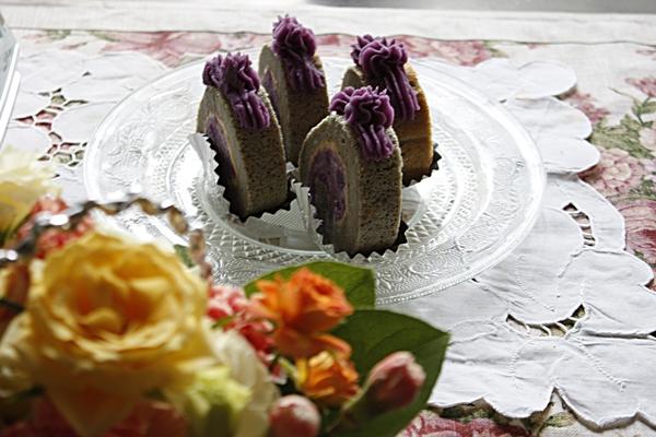 紫芋でロール_f0007106_1416157.jpg