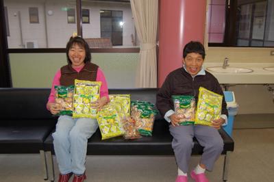 マックスバリューの黄色いレシートキャンペーンで沢山のお菓子をいただきました!_a0154110_15571284.jpg