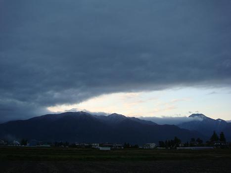 雲の隙間から_a0014840_0371216.jpg