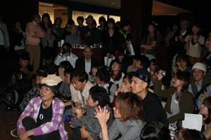 「パッケージ幸福論2010」のパーティー風景(その1)_f0171840_1328048.jpg