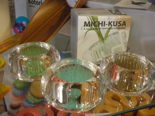 MICHI-KUSA は、「道端の花」「野の花」「みちくさをする」の意味のみちくさです。_b0125570_10343616.jpg