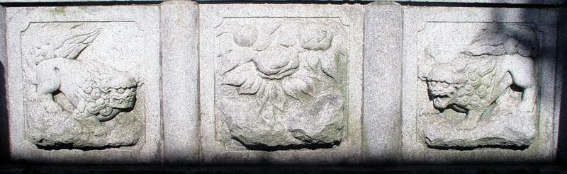 両端に獅子紋・中央に牡丹紋を置く3間の羽目板部(その16)_e0113570_2225287.jpg