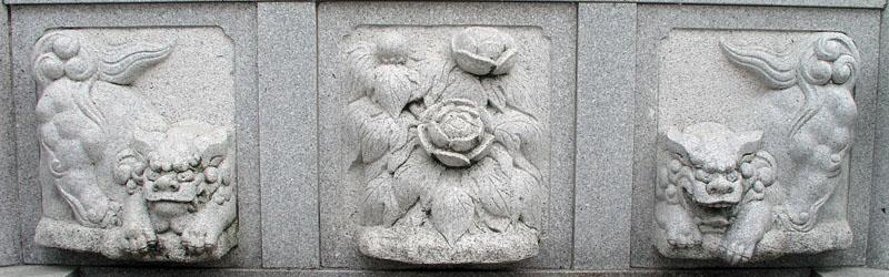 両端に獅子紋・中央に牡丹紋を置く3間の羽目板部(その16)_e0113570_2232091.jpg