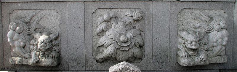 両端に獅子紋・中央に牡丹紋を置く3間の羽目板部(その16)_e0113570_223828.jpg