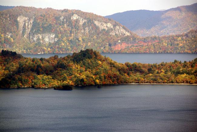 樹海ライン~十和田湖2 二ヶ所の展望台とツグミなど^^_a0136293_17103492.jpg