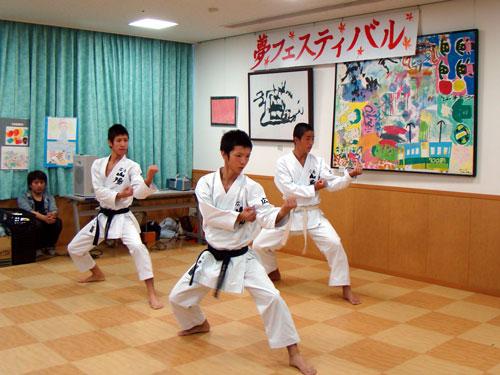 もみじ福祉会と三次中学校_a0047200_2054480.jpg