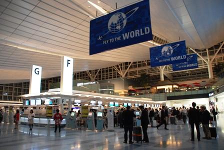 Fly to the World 深夜の羽田国際空港へ_b0053082_451046.jpg