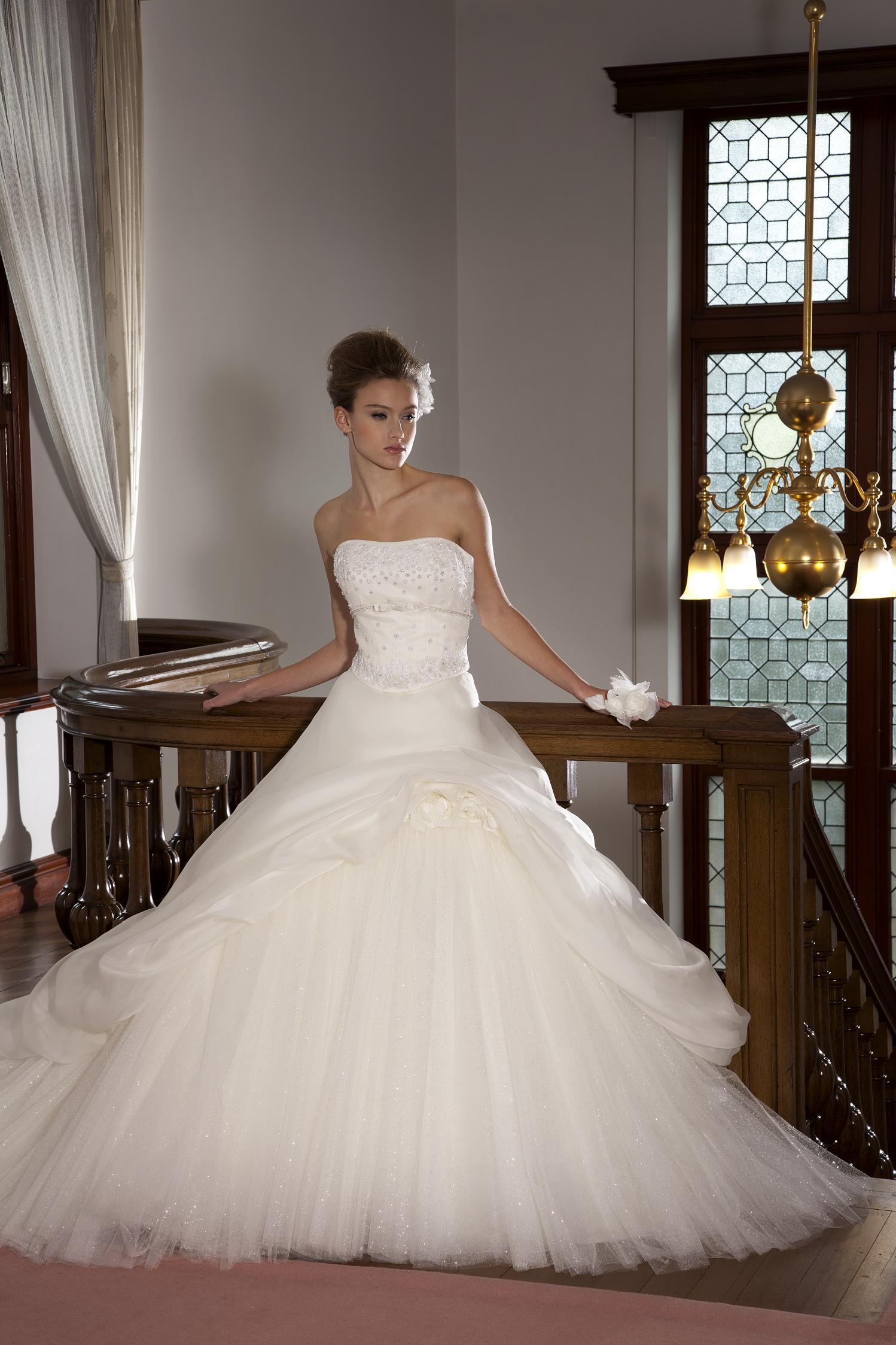 カンタベッラドレスのご紹介です♪_c0114560_19293796.jpg