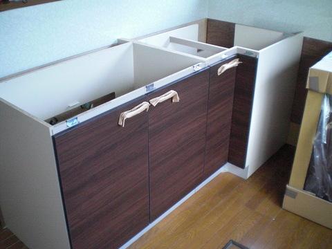 入居前の中古住宅リフォーム中です。~ システムキッチン完成です_d0165368_6553660.jpg