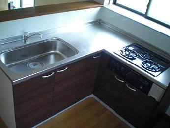 入居前の中古住宅リフォーム中です。~ システムキッチン完成です_d0165368_657050.jpg