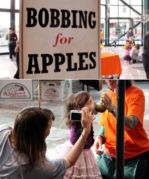 ニューヨーク版パン食い競争? Bobbing for Apples_b0007805_4253794.jpg
