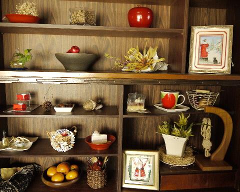 100均でクリスマス飾り & 古い食器棚の利用法・・・_e0086864_2295896.jpg