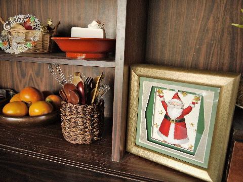 100均でクリスマス飾り & 古い食器棚の利用法・・・_e0086864_2340428.jpg
