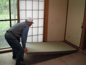 入居前の中古住宅リフォーム中です。~ 和室の畳と襖の張替え完成_d0165368_544155.jpg
