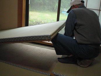 入居前の中古住宅リフォーム中です。~ 和室の畳と襖の張替え完成_d0165368_5443990.jpg