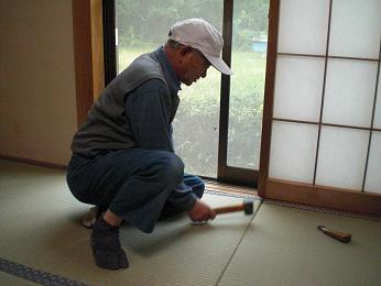入居前の中古住宅リフォーム中です。~ 和室の畳と襖の張替え完成_d0165368_545610.jpg
