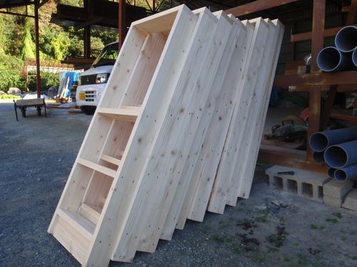 おなじみの木製什器はもちろん手作り!!_b0201492_15591883.jpg
