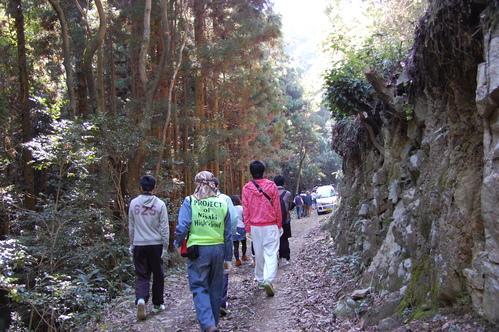 岬高校「MISAKIプロジェクト2010」;孝子の森植樹サポート_c0108460_2012378.jpg