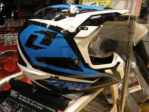やまたのおろちでもヘルメットの数足りないねっていうぐらい入荷してきました。_f0062361_2204876.jpg