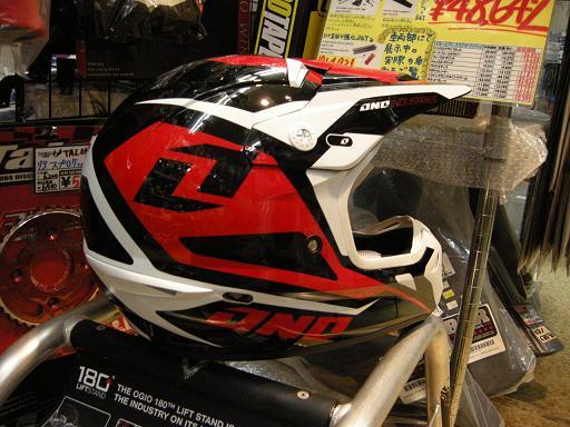 やまたのおろちでもヘルメットの数足りないねっていうぐらい入荷してきました。_f0062361_221138.jpg