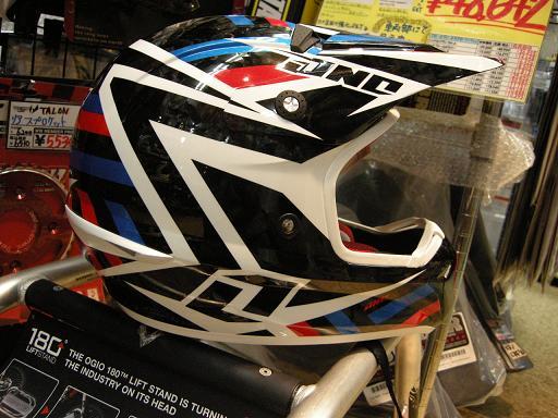 やまたのおろちでもヘルメットの数足りないねっていうぐらい入荷してきました。_f0062361_2245968.jpg