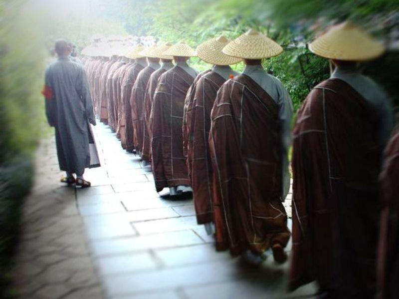 ■杭州・霊隠寺の托鉢僧_e0094583_3384463.jpg