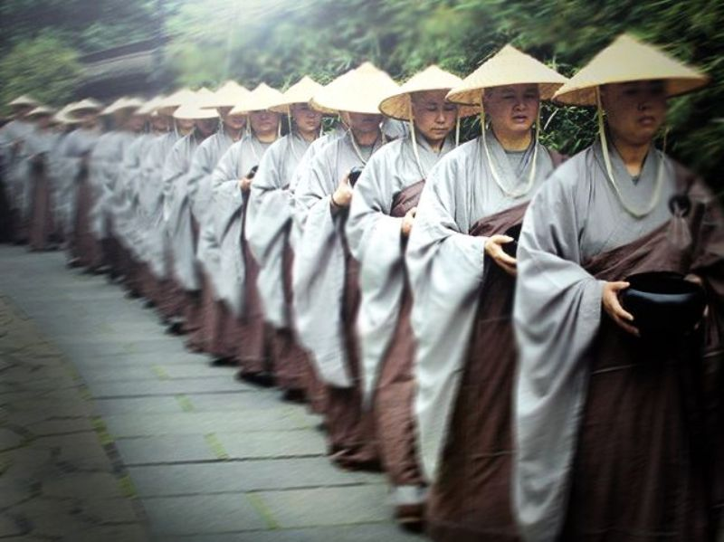 ■杭州・霊隠寺の托鉢僧_e0094583_3385441.jpg
